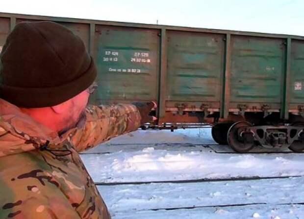 Блокада Донбасса прорвана, украинские радикалы кладут на рельсы бабушек