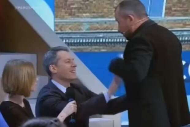 Бом продолжит ходить на Первый канал после драки с ведущим Шейниным