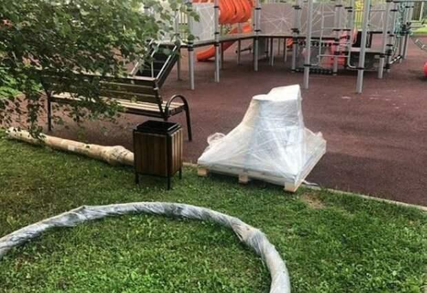 Ремонт детских площадок на Дмитровском и 9-й Северной линии завершится к концу августа