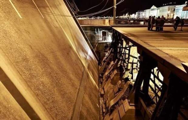 Трюк ценою в жизнь: байкер попытался перелететь через разводной мост (2 фото + 1 видео)