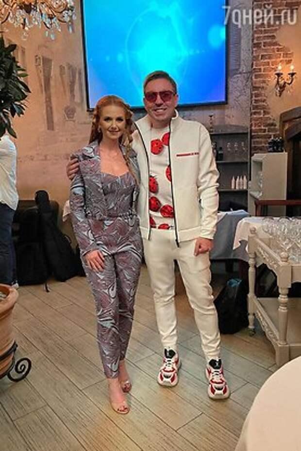 Экс-солистка «t.А.T.u.» Лена Катина встречается с миллионером из «Давай поженимся»
