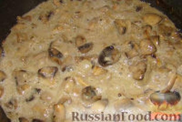 Фото приготовления рецепта: Грибы со сметаной - шаг №9