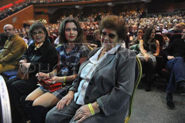 3919447 / Мать Николая Расторгуева. На снимке: мама солиста группы `Любэ` Николая Расторгуева (справа).