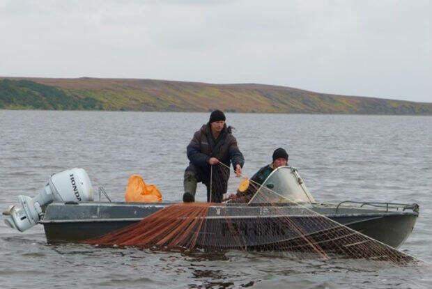 Агрессивный браконьер пообещал порезать лодку рыбаку в Самарской области
