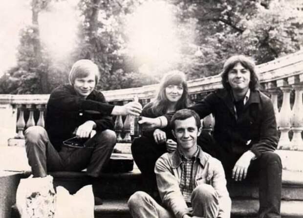 Сергей Рыженко, Наталья и Майк Науменко, Андрей Данилов. СССР, Ленинград, 1982 год.