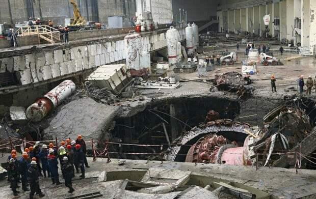 Разбор завалов после аварии. Из-за нарушения правил техники безопасности погибло 75 человек