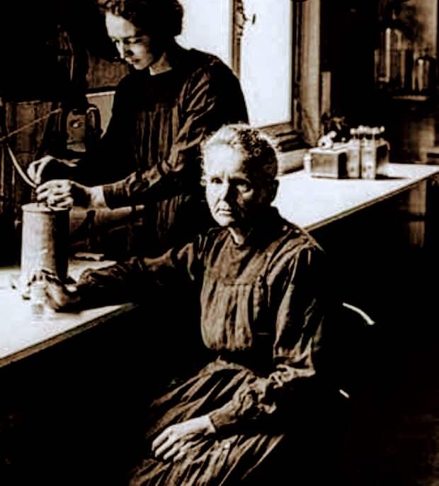 Ирен Кюри с матерью
