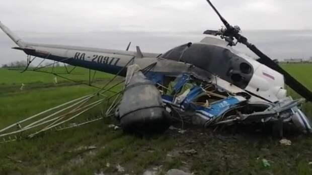 Появились фото с места первого крушения вертолета Ми-2, рухнувшего на Кубани