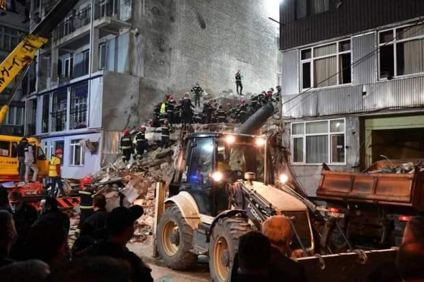 В Батуми снесут многоэтажный дом, часть которого обрушилась