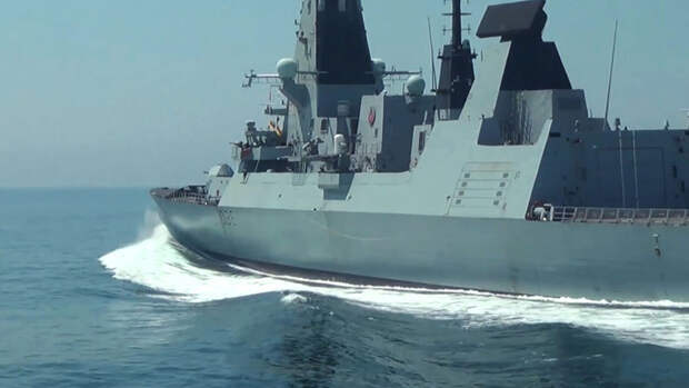 """В Минобороны назвали """"эпическим фиаско"""" инцидент с британским эсминцем в Черном море"""