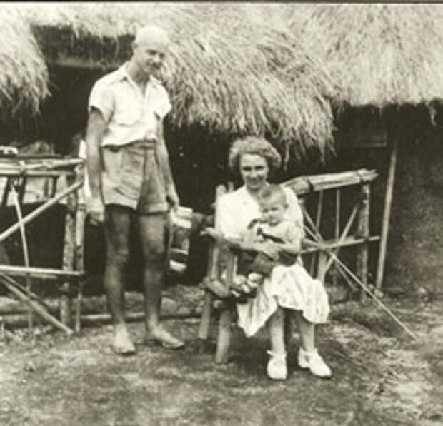 Всеволод Голубинов и Симона Шанжё с сыном. / Фото: www.russkiymir.ru