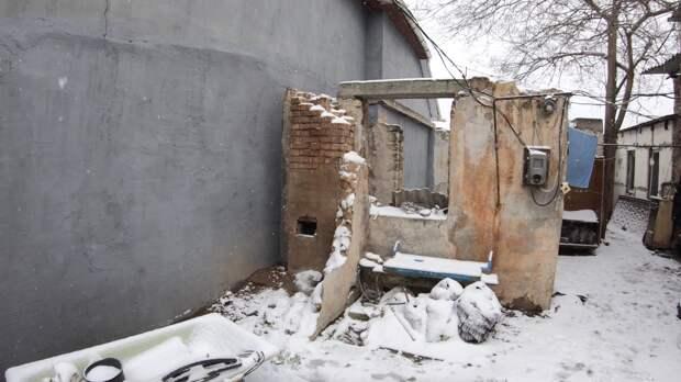 СК заинтересовался сиротой из Севастополя, 11 лет проживающей в сгоревшем доме