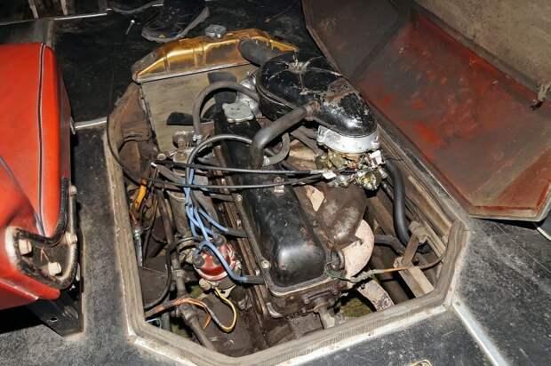 Рядная бензиновая ''четвёрка'' от ГАЗ-24. Советский ассортимент моторов не баловал разнообразием — это был ''максимальный'' доступный для ''самоделки'' мотор АКХ-60, авто, автобус, икарус, олдтаймер, ретро техника, самоделка, самодельный автомобиль