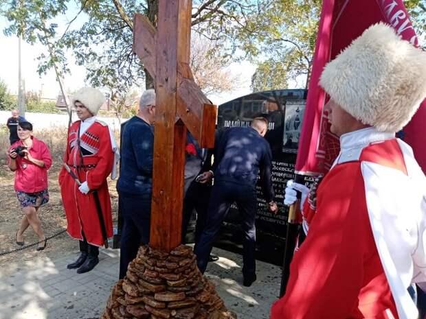 В Ейске освятили мемориал в память погибших в Гражданской войне казаков
