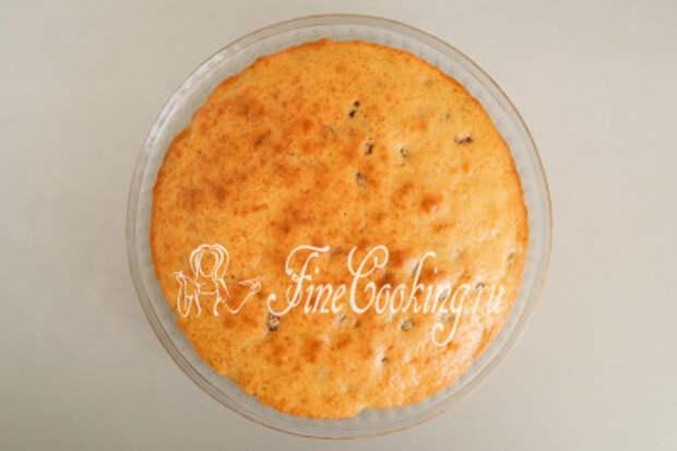 Выпекаем пирог на кефире с изюмом в предварительно разогретой духовке около 40-45 минут при 180 градусах на среднем уровне до сухой лучины