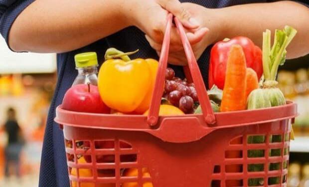 Еда безработных США: местный житель показал корзину бесплатного питания