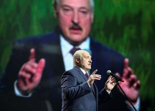 Belarusian President Alexander Lukashenko speaks at the forum of Union of Women in Minsk, Belarus September 17, 2020. Tut.By via REUTERS ATTENTION EDITORS - THIS IMAGE WAS PROVIDED BY A THIRD PARTY. MANDATORY CREDIT - RC2J0J9G4MDR