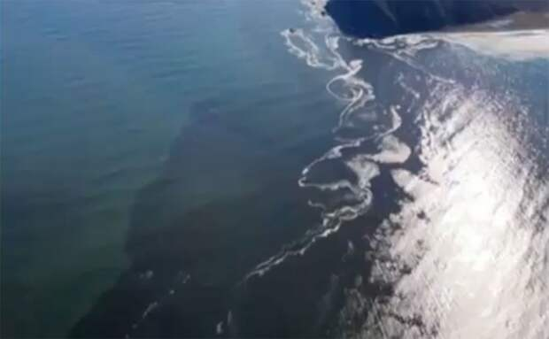 Показанное Дудем видео с пятном у Камчатки сняли не в Авачинском заливе