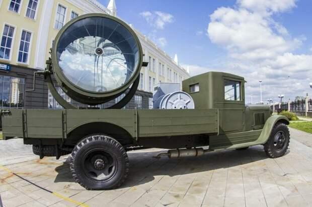 1. Итак, первым экспонатом у нас будет зенитная прожекторная станция З-15-4.  аэродромные работяги, рассказы об оружии, страницы истории