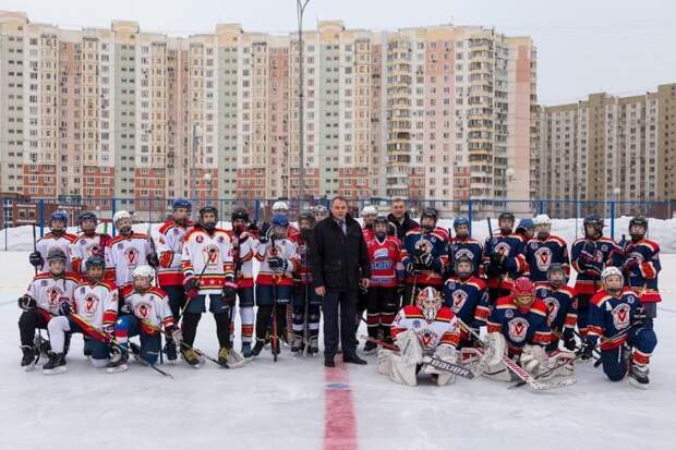 В парке им. Артема Боровика прошел хоккейный турнир / Фото: Ярослав Чингаев
