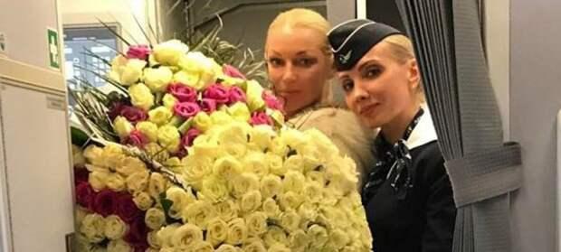 Волочкова в центре скандала: балерина притащила в самолёт 50 кг цветов (ФОТО)
