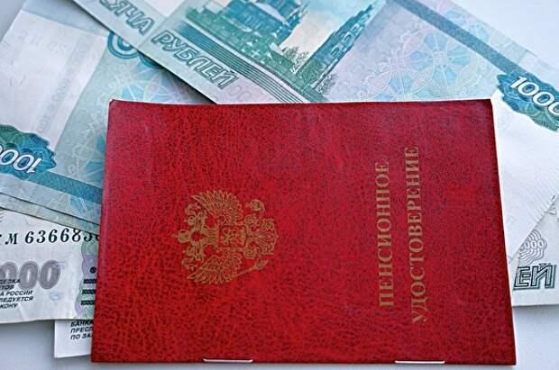 В Воронеже начальник управления ПФР начисляла своему отцу пенсию в 145 тыс. рублей