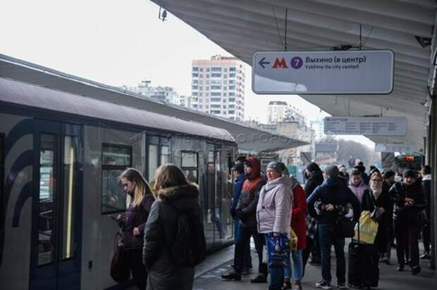 Причиной заминки на «фиолетовой» ветке метро стал искрящийся кабель