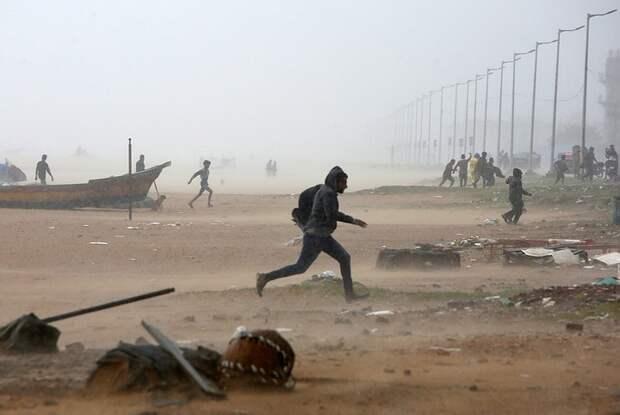 В Индии началась эвакуация жителей из-за тропического циклона «Гулаб»
