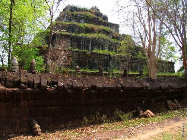 Пирамида Кох Кер в Камбодже с шахтой в подземный мир, откуда еще никто не вернулся. Мегалитическая кладка и загадки создания