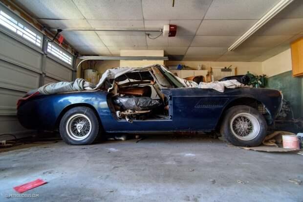 Судя по всему, владелец начал реставрацию авто, но так и не завершил ее. ferrari, авто, автомобили, гараж, находка, олдтаймер, ретро авто