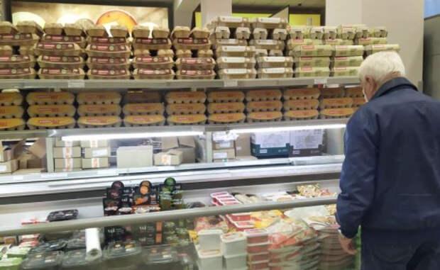 Диетолог Гинзбург назвал запрещенные после 50 лет продукты