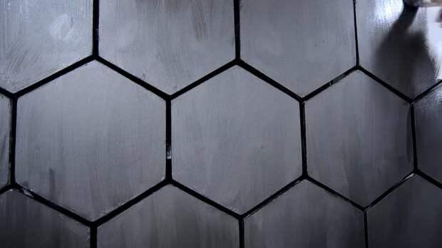Удивительно красивая стенка из шестиугольной плитки своими руками