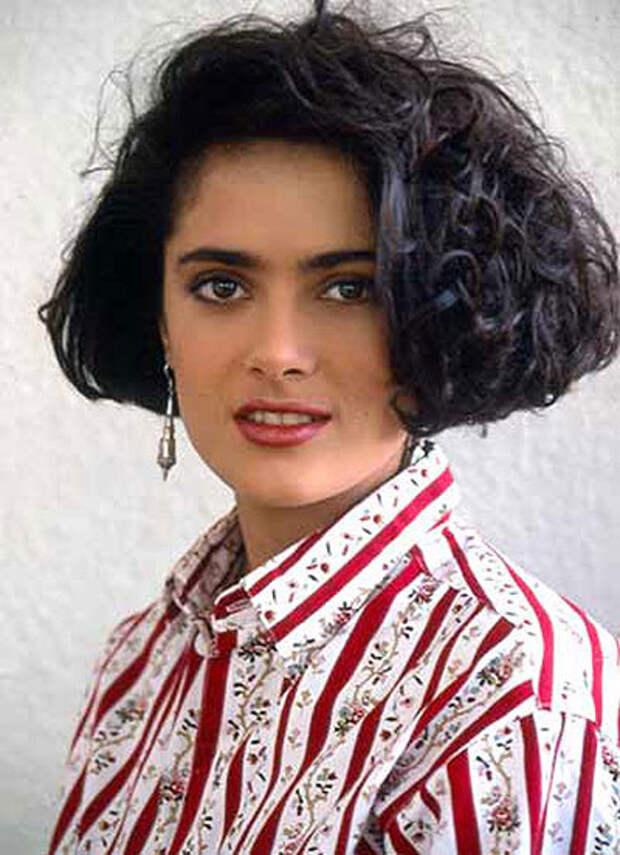 Роскошная Сальма Хайек в молодости.