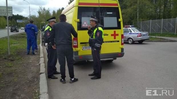 Автохам на Ленд Крузере загородил проезд в больницу и сбил медика