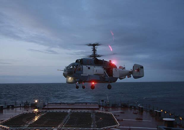 Минобороны РФ опубликовало видео с отработкой взлетов и посадок вертолетов Ка-27 на фрегат «Адмирал Григорович»