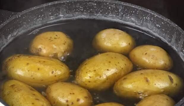 варить картошку в кастрюле