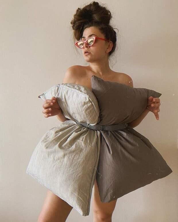 В Сети появился новый карантинный тренд — платье-подушка