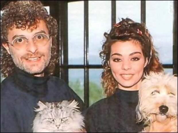 """Вместе со славой она нашла и личное счастье: вышла замуж за своего продюсера Мишеля Крету, они поселились на Ибице и родили двоих детей. В 1990-м году Мишель начинает новый проект - """"Enigma"""", где в качестве сопровождающего голоса был использован вокал Сандры."""