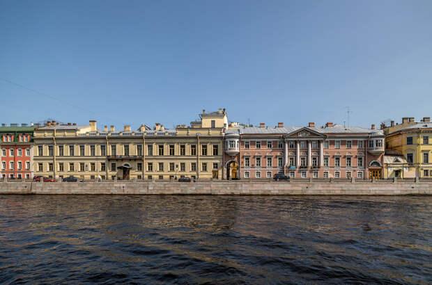 Городской суд и дом Пашковых.jpg
