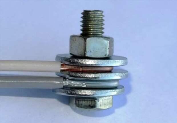 Как при помощи подручных средств надежно соединить медный и алюминиевый провода