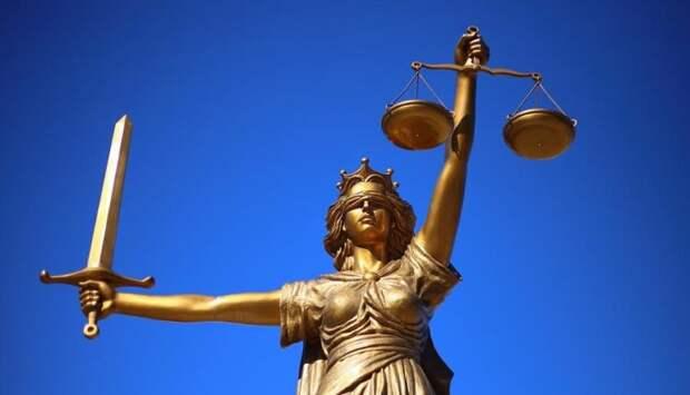 «Да заткнись ты, б***ь! Вот же зараза гавкучая!». В Краснодаре судья во время заседания обматерил участницу процесса. АУДИО