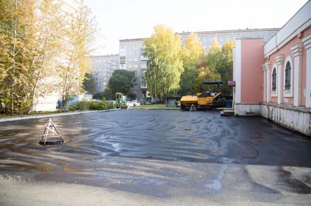 Замуж по ровной дороге: у здания ЗАГСа Устиновского района Ижевска появился асфальт