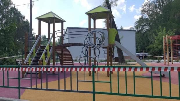 На Псковской завершили благоустройство детской площадки