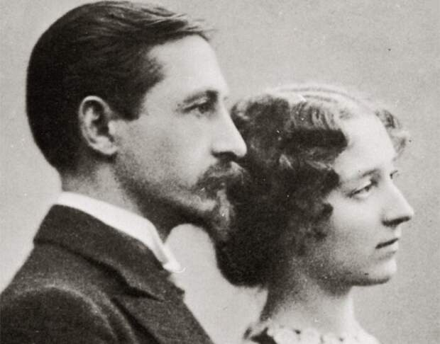 """Иван Бунин и его жена Вера. Какая гармоничная пара. Из дневника Веры в 1927 году: """"Ян мне сказал: «Спасибо тебе за все. Без тебя я ничего не написал бы. Пропал бы!» Я тоже поблагодарила его — за то, что он научил меня смотреть на мир, развил вкус литературный. Научил читать Евангелие. Потом мы долго целовались и я, смеясь, сказала: «Ну уж ты ни с кем так много не целовался, и ни с кем так много не бранился». — «Да, — ответил Ян — мы бранились много, зато дольше 5 минут мы друг на друга не сердились». Это правда, длительных ссор у нас никогда не бывало."""""""