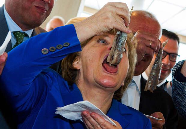 9 очень неловких фото политиков в истории