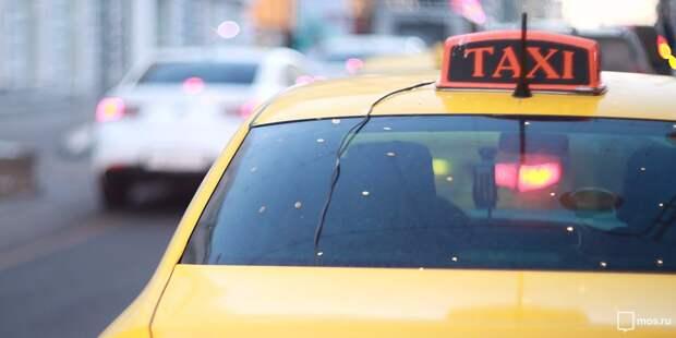 Рассекавшего с поддельными правами таксиста задержали на Ботанической