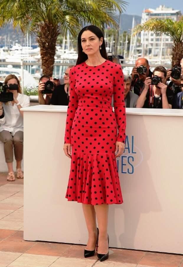 Женственно и мило — 10 лучших звездных платьев в горох