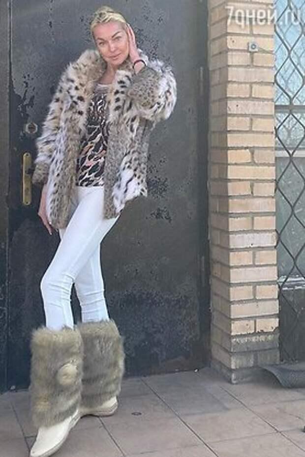 Пелагея в дерзком бикини похвасталась фигурой: кто из звезд любит леопардовый принт