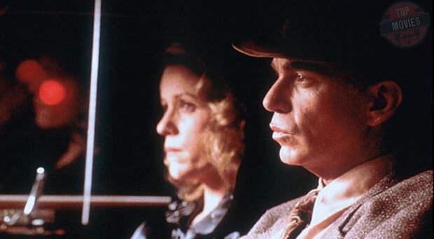 Многие фильмы братьев Коэнов сделаны в стиле неонуар, но «Человек» максимально приблизился к эстетике изначального нуара. Он даже был решен в черно-белой гамме, чтобы сходство с картинами 1940-х было стопроцентным. И Коэны не прогадали - лента заработала номинацию на «Оскар» за операторскую работу.