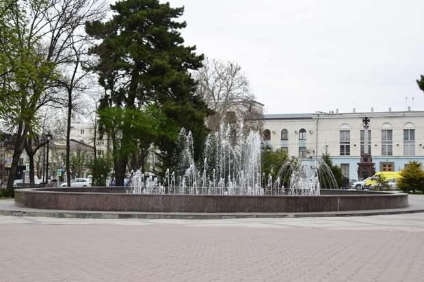 Воды в Крыму уже так много, что в Симферополе включили фонтаны